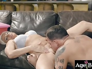 Brad Hart gropes Payton Hall'_s MIlf twat and pounded her nicely