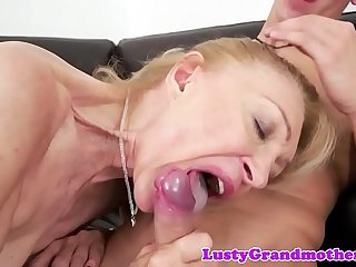 Saggy euro granny gets jizzed in mouth