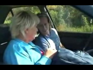 Granny gets screwed in the car